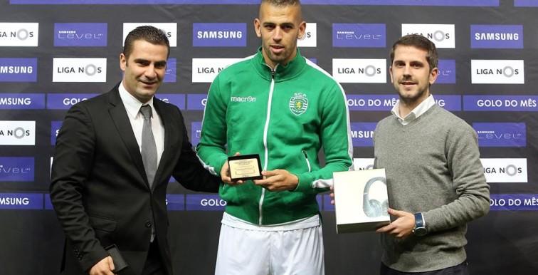 (VIDEO) Slimani reçoit le trophée de but du mois