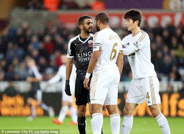 L'Algérien Mahrez s'embrouille avec un joueur de Swansea