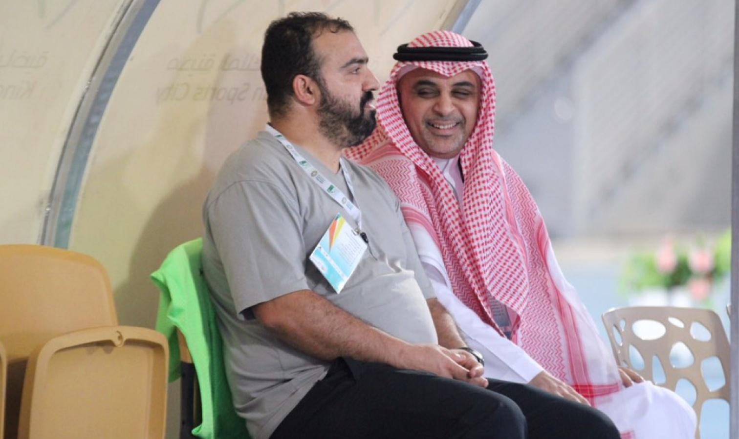 al wehda_madoui sur le banc