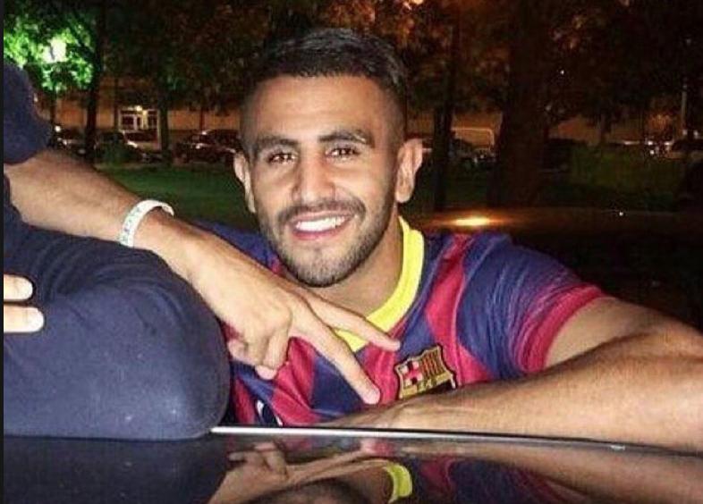 mahrez avec le maillot du Barça