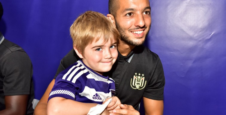 Anderlecht : Hanni à la rencontre de ses supporters