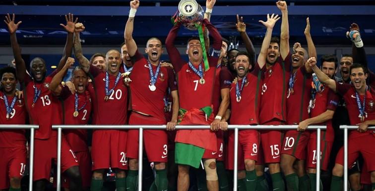 Slimani félicite ses coéquipiers du Portugal