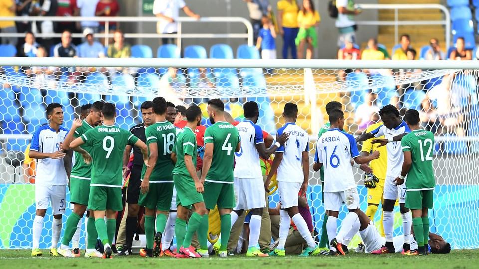 Honduras 3-2 Algerie JO 2016 duel corner 23