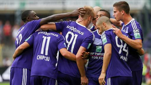 Anderlecht's Lukasz Teodorczyk celebrates with his teammates after scoring during the Jupiler Pro League match between RSC Anderlecht and KV Kortrijk, in Anderlecht, Brussels, Sunday 07 August 2016, on second day of the Belgian soccer championship. BELGA PHOTO VIRGINIE LEFOUR