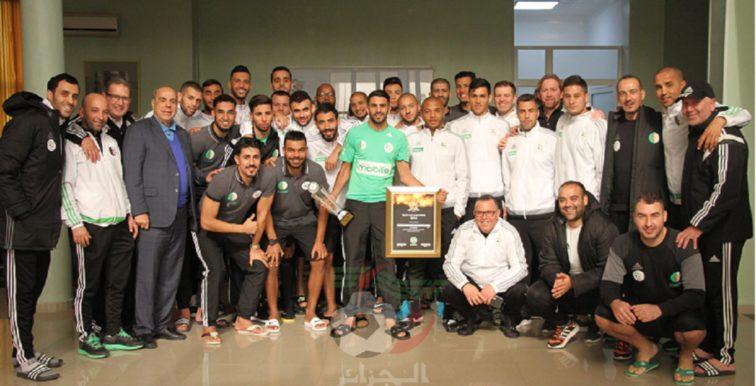 Mahrez félicité à Sidi Moussa par ses coéquipiers