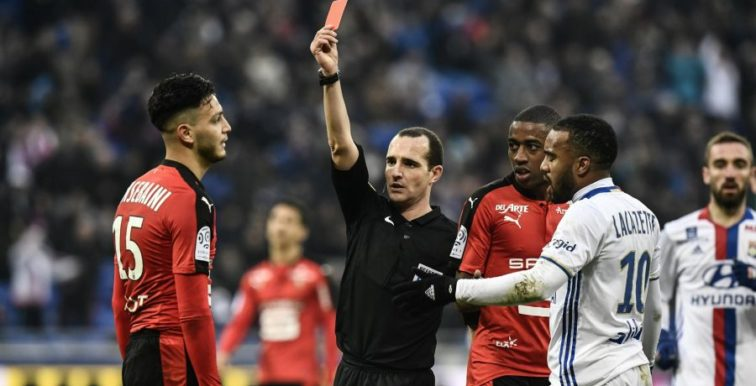 Ligue 1 : Bensebaïni expulsé au bout de 5 minutes de jeu !