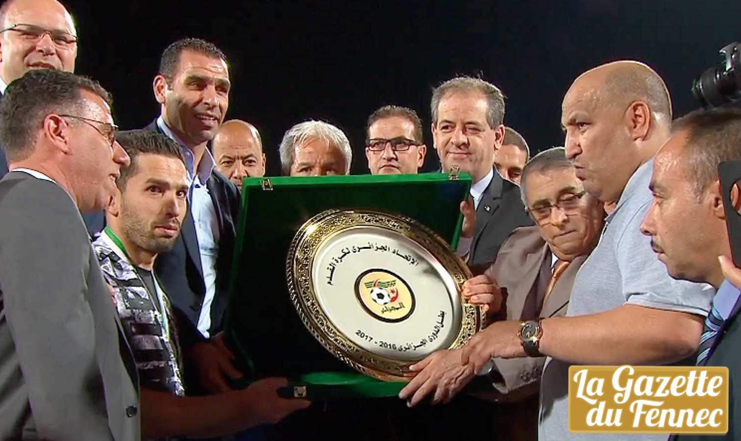 Ligue 1 : l'ES Sétif reçoit son 8ème trophée de champion d'Algérie