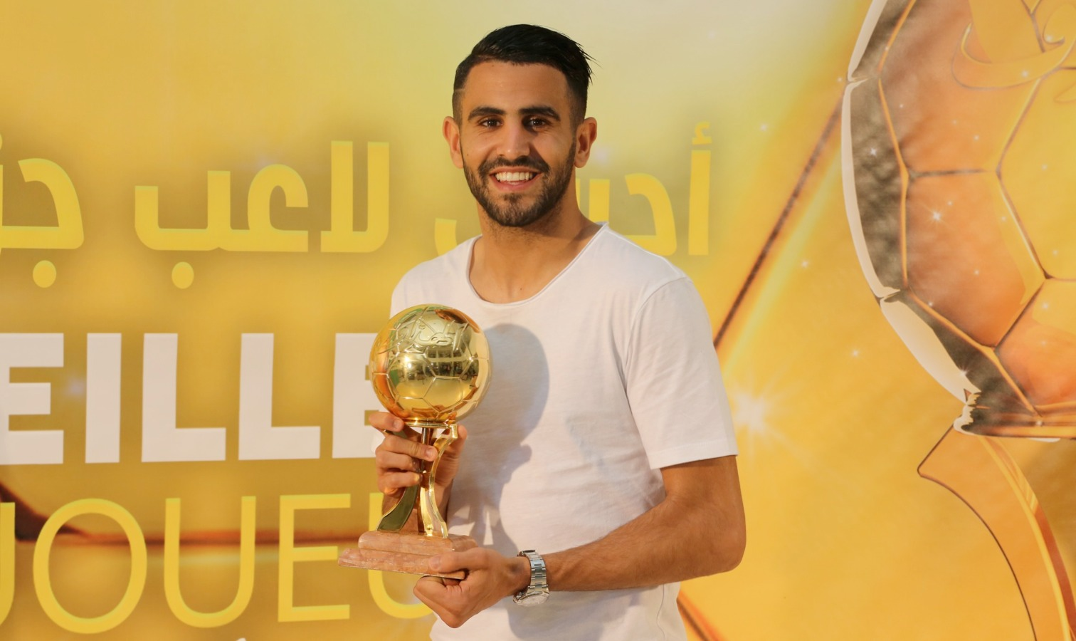 Mahrez a reçu son Ballon d'Or 2016 à Sidi Moussa