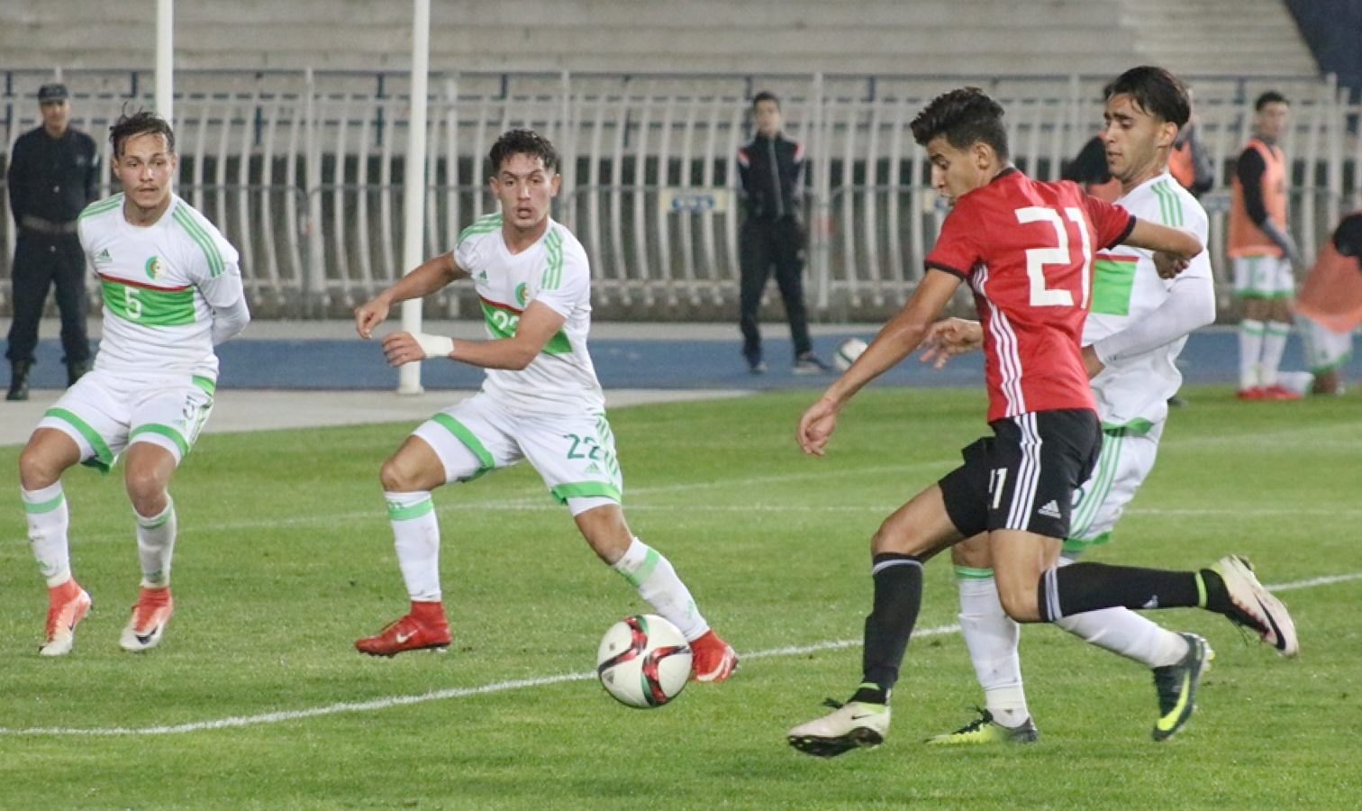 U21 algerie egypte action defense