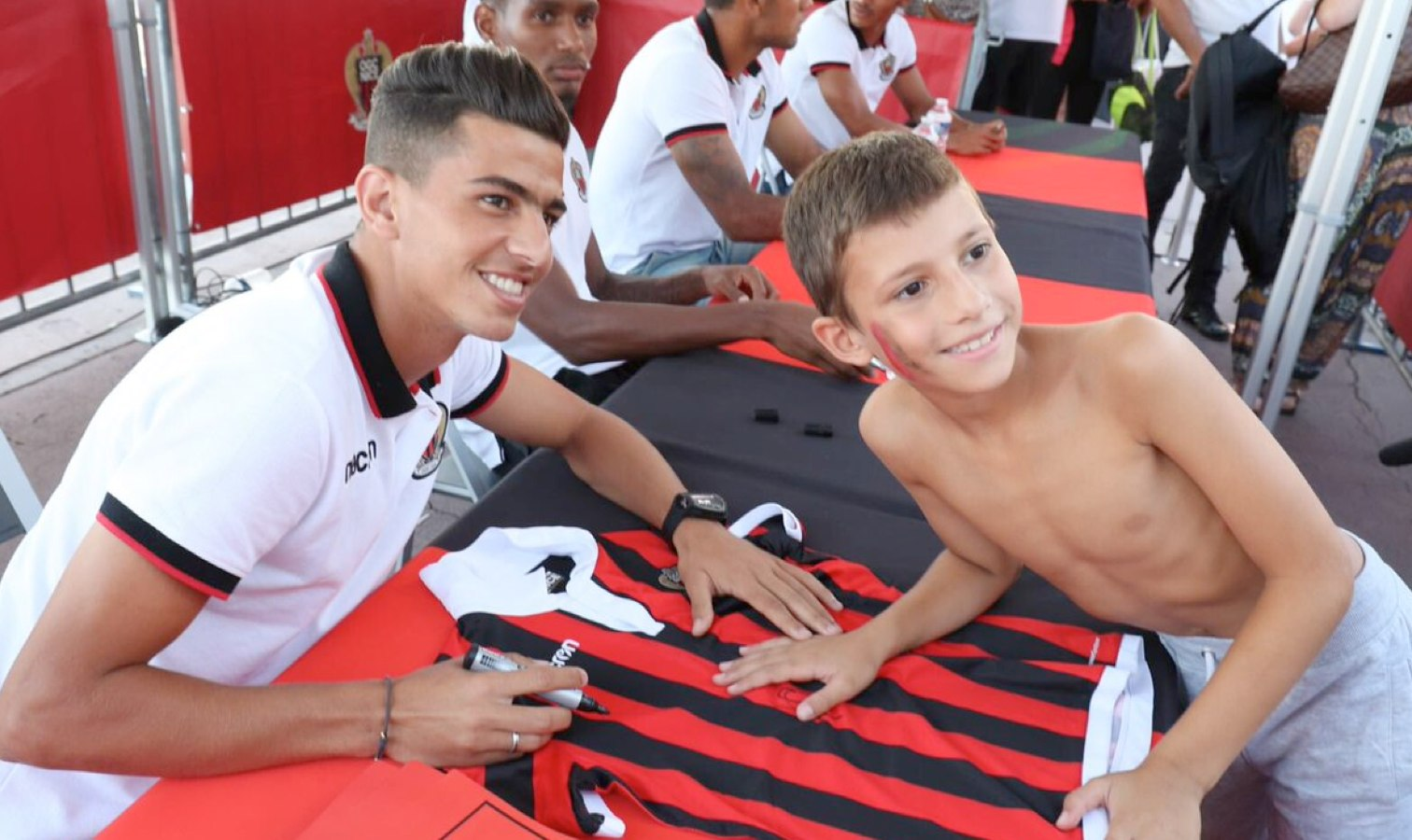 attal photo avec supporter nice