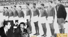 1963 : Algérie-Bulgarie (2-1), Bouteflika donne le coup d'envoi du premier match de l'Algérie indépendante