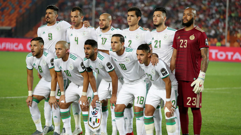 w1240 p16x9 algerie equipe foot 151019