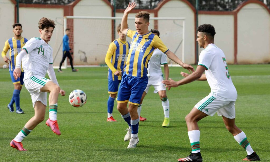 U17 match amical paradou pac duel