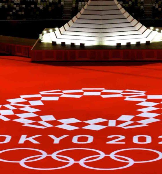 Tokyo 2020 ceremonie logo rouge