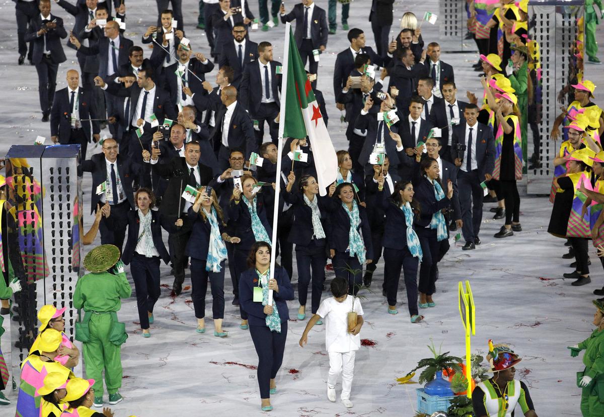 asselah SONIA porte drapeau delegation algerienne jo rio 2016