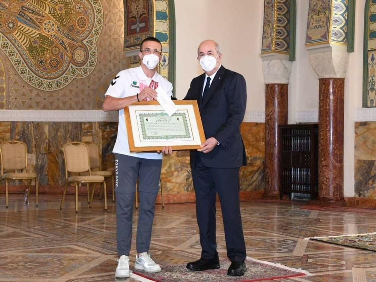 athmani skander djamil avec Tebboune reception palais mouradia medaille