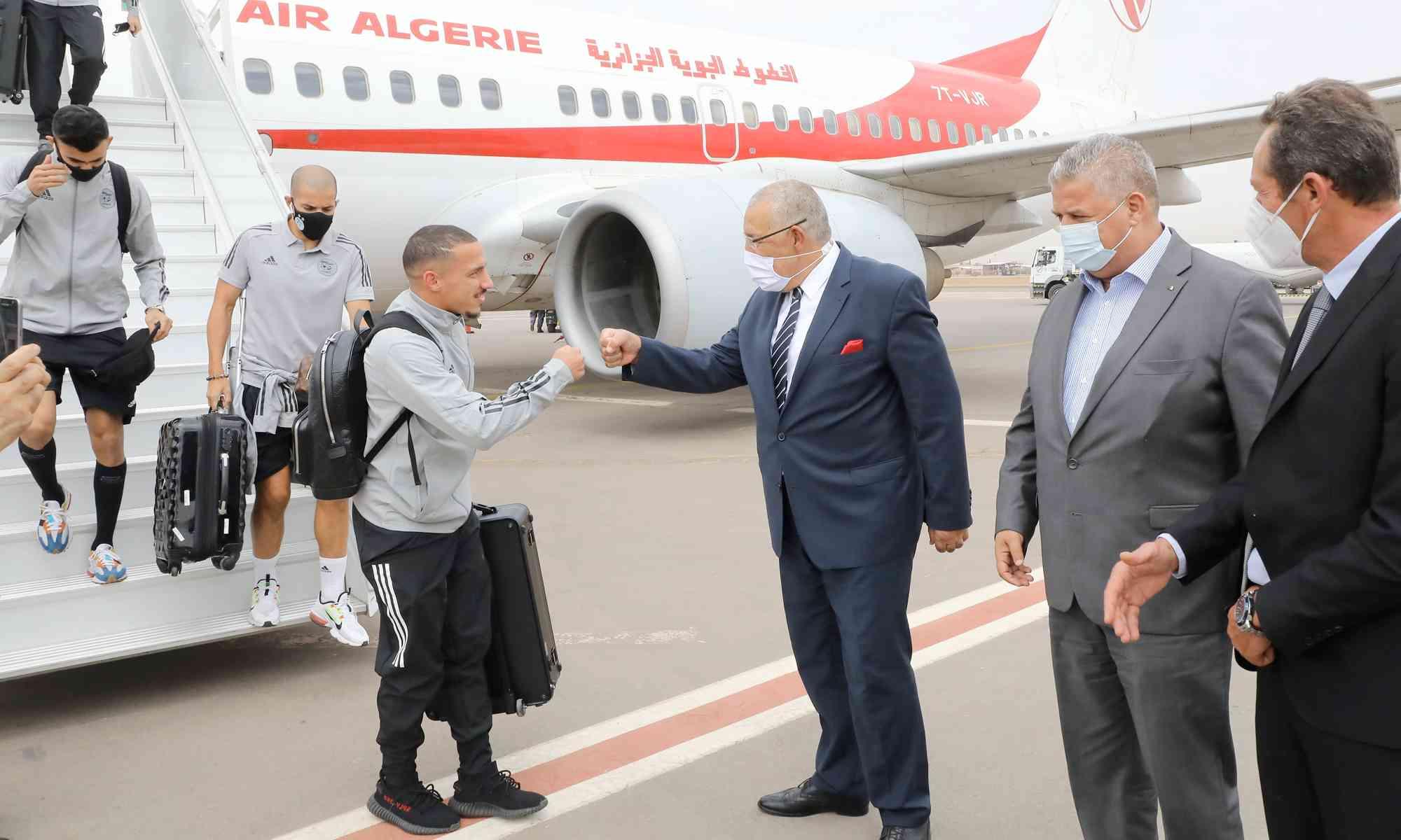 bennacer arrivee delegation avion air algerie tarmac aeroport marrakech belaili mahrez